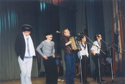 В кейптаунском порту...(Капитан - И.Булгаков, Грузин- Д.Шаров, Рома - И.Стахеев, Юнга - Е.Заикин, Боцман - К.Пономарев)(Фестиваль 2001)